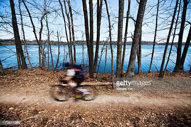 lake fayetteville mountain biking - ファイアットヴィル ストックフォトと画像