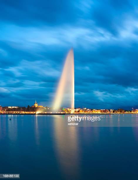 lake geneva at night - meer van genève stockfoto's en -beelden