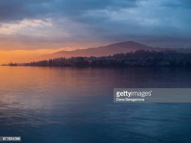 lake geneva at sunset, montreux, vaud, switzerland - meer van genève stockfoto's en -beelden