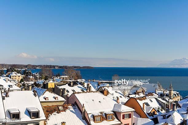 冬の間にニヨンから見たジュネーブ湖 - ニヨン ストックフォトと画像
