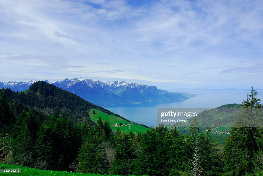 Lake geneva with mountains in foreground : Stock Photo