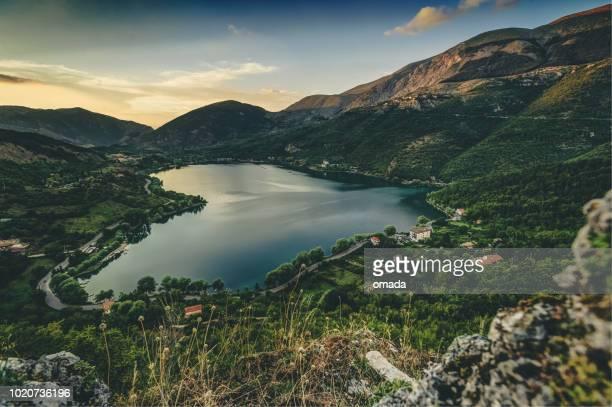 lake heart - riserva naturale parco nazionale foto e immagini stock
