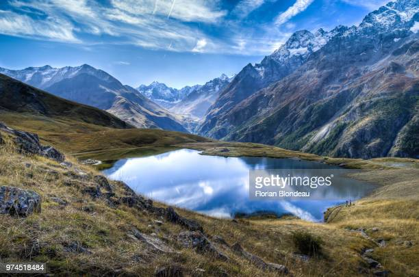 lake in mountains, lac du pontet, villar d arene, hautes-alpes, france - montagne photos et images de collection