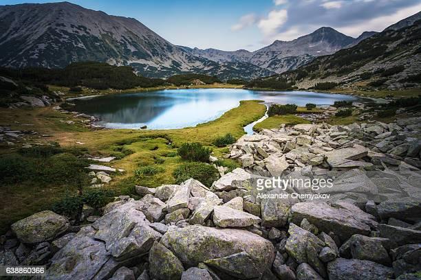 lake in mountains of pirin - pirin mountains stock pictures, royalty-free photos & images