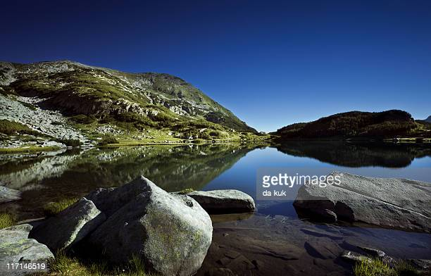 lake in mountains - pirin mountains stock pictures, royalty-free photos & images