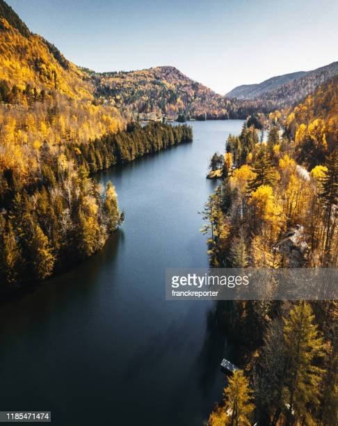 lake in new hampshire during the fall season - new hampshire stock pictures, royalty-free photos & images