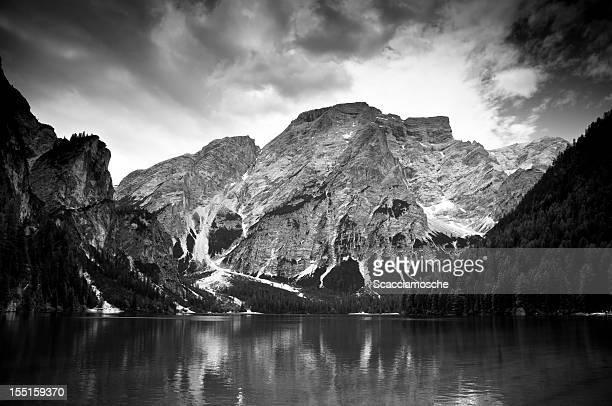 Lac dans les Dolomites