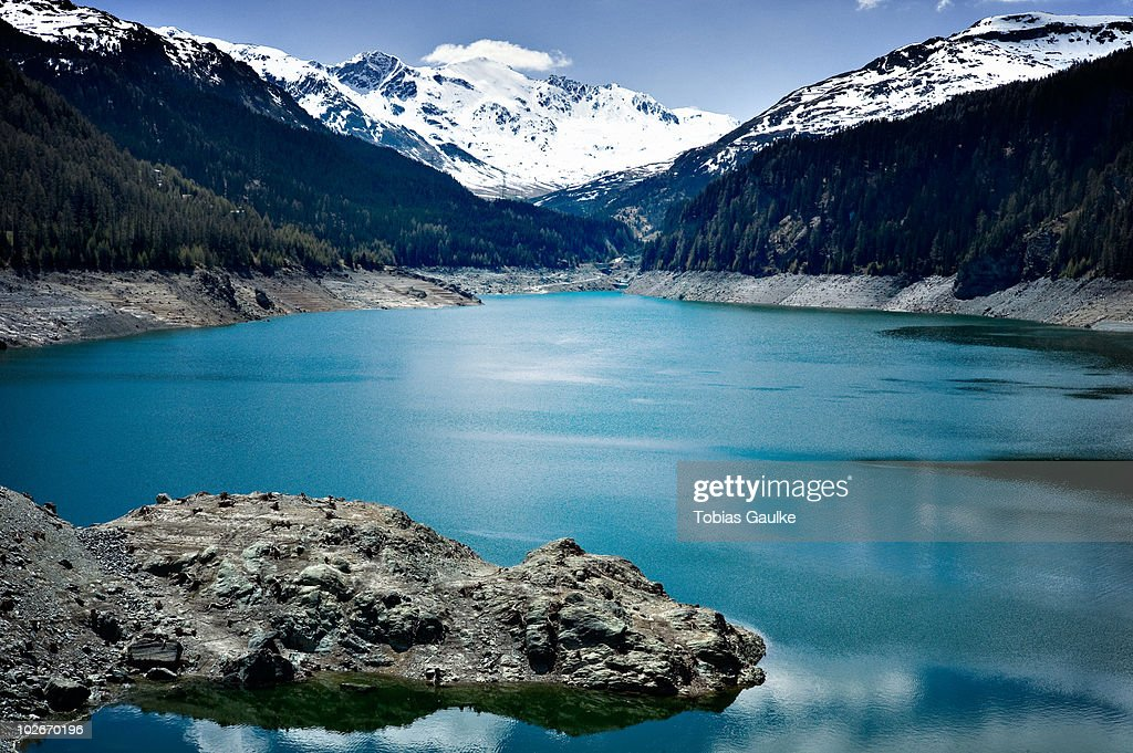 Lake in the Swiss alps and snow : Stock-Foto
