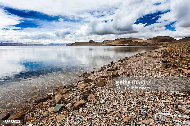 lake in tibet, china - riverbank stock pictures, royalty-free photos & images
