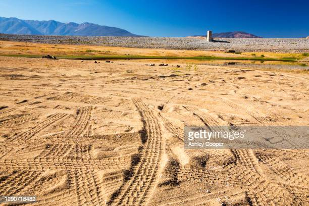lake isabella near bakersfield, east of california's central valley is at less than 13% capacity following the four year long devastating drought. - dust bowl stock pictures, royalty-free photos & images