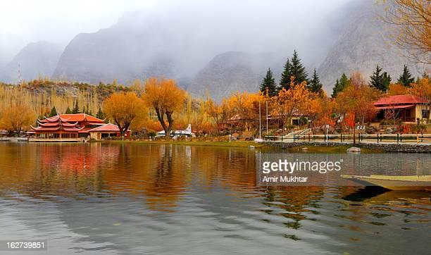 lake kachura (lake shangri la) - skardu stock pictures, royalty-free photos & images