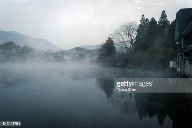 lake kinrin-ko - 大分県 ストックフォトと画像