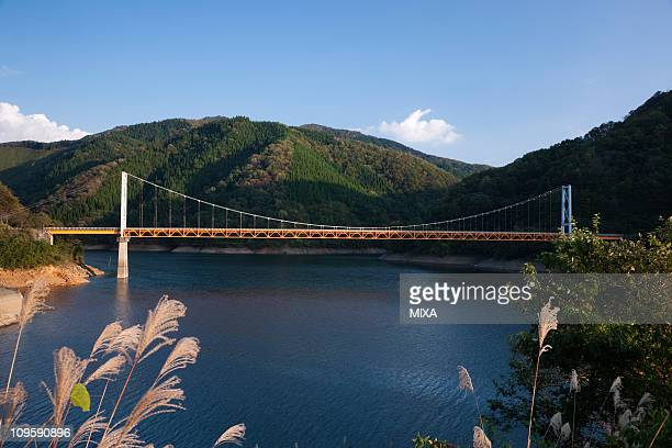 lake kuzuryu and dream bridge, ono, fukui, japan - fukui prefecture - fotografias e filmes do acervo