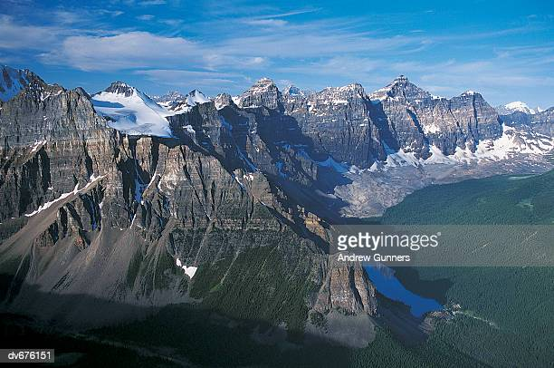 lake louise and valley of ten peaks, canada - valley of the ten peaks stock pictures, royalty-free photos & images