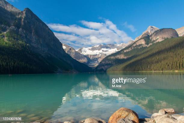 lake louise - clear sky stock pictures, royalty-free photos & images
