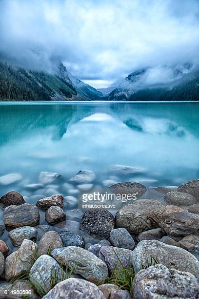 lake louise - vertical stock pictures, royalty-free photos & images