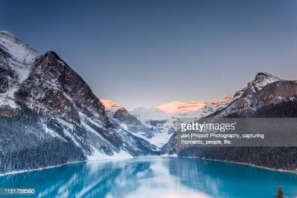 lake louise sunrise alberta canada - banff national park stock pictures, royalty-free photos & images