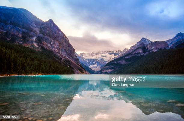 lake louise with mt .victoria and victoria glaciers, banff national park, canada - nature stock pictures, royalty-free photos & images