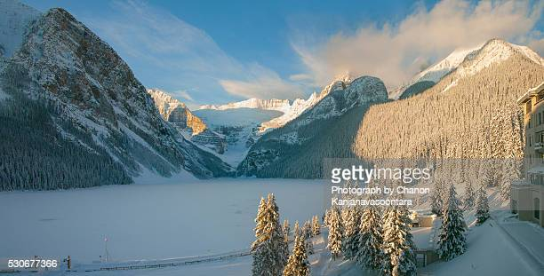lake louise,banff national park alberta canada - chateau lake louise stock photos and pictures