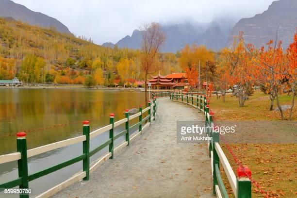 lake lower kachura (shangri-la) - gilgit baltistan stock photos and pictures