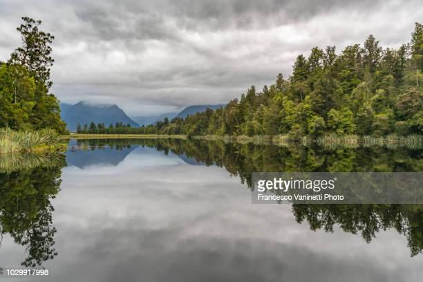 lake matheson, new zealand. - ユネスコ ストックフォトと画像