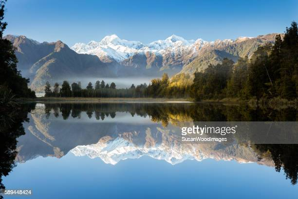 lake matheson, south island, new zealand - neuseeland stock-fotos und bilder