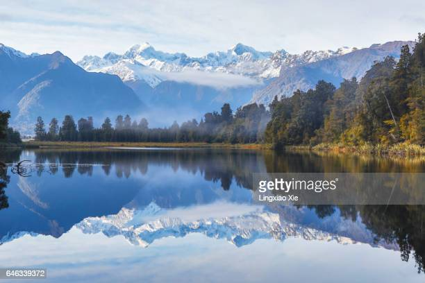 lake matheson with fog at dawn, south island new zealand - mirror lake stock pictures, royalty-free photos & images