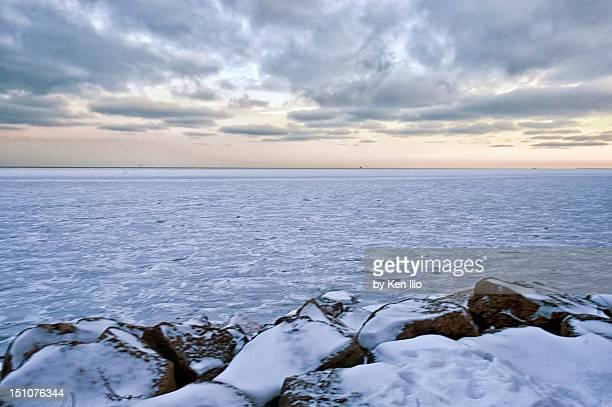 lake michigan - ken ilio stock pictures, royalty-free photos & images