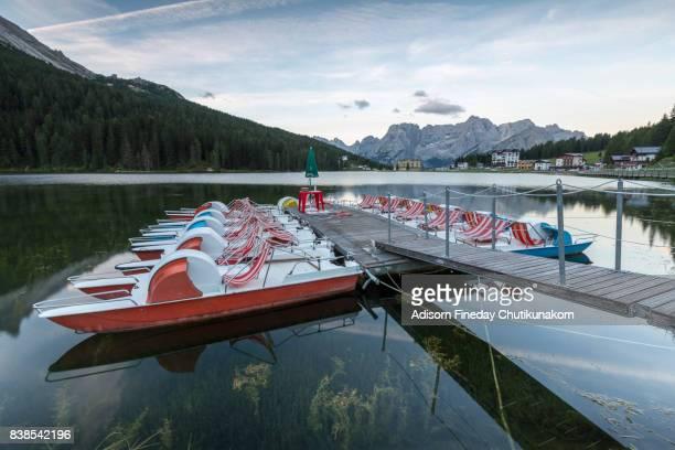 lake misurina,dolomites in summer - patrimonio de la humanidad por la unesco stock pictures, royalty-free photos & images
