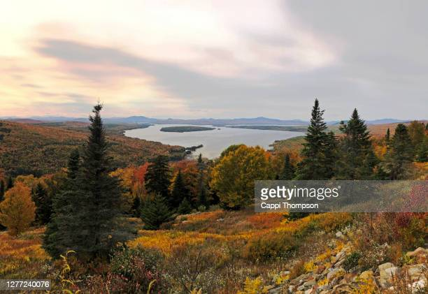 lake mooselookmeguntic near rangeley, maine usa during autumn 2020 - mooselookmeguntic lake - fotografias e filmes do acervo