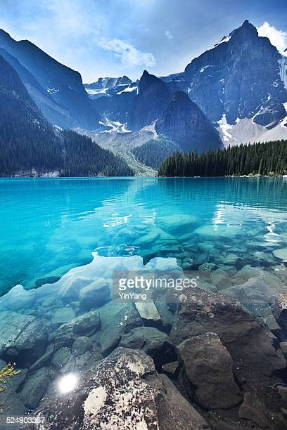 lake moraine, banff national park emerald water landscape, alberta, canada - mountain range stock pictures, royalty-free photos & images