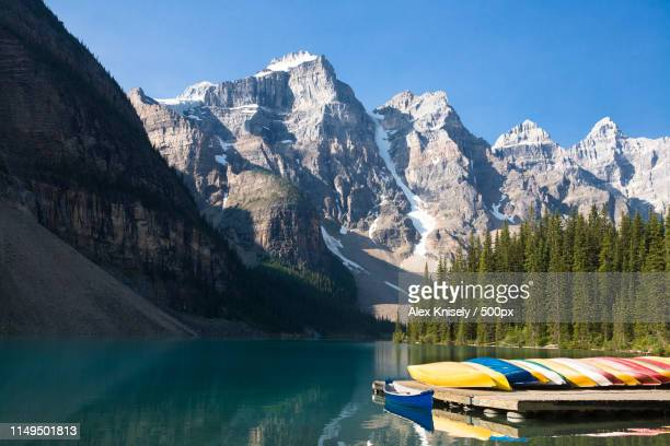 lake moraine - valley of the ten peaks stock pictures, royalty-free photos & images