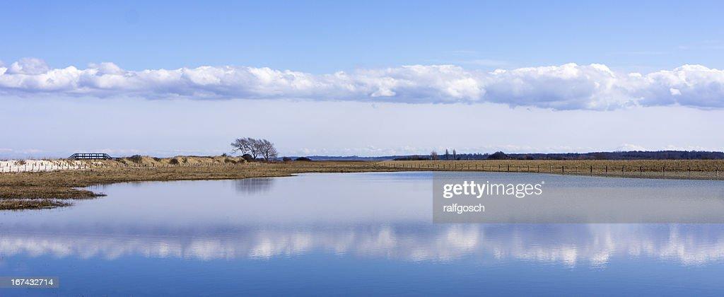 Lago cerca del mar báltico : Foto de stock