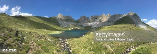 lake of acherito. pyrenees, spain - vr 360 fotografías e imágenes de stock