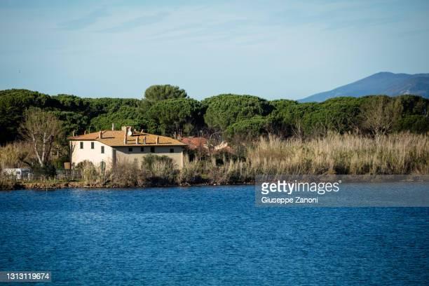 lake of orbetello - orbetello imagens e fotografias de stock