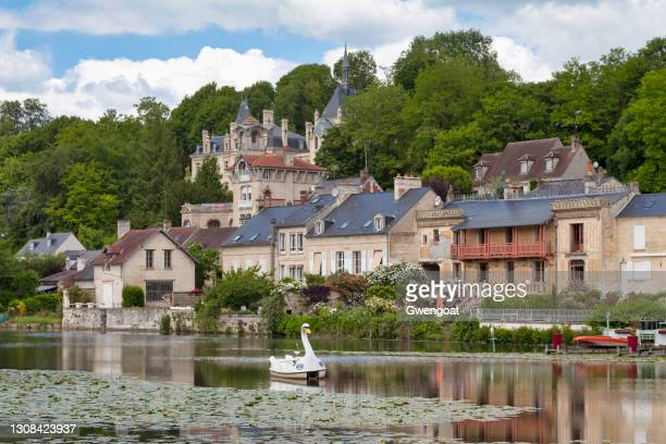 lake of pierrefonds - oise stock pictures, royalty-free photos & images