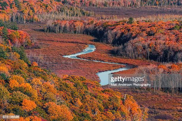 lake of the clouds in fall - parque estatal de porcupine mountains wilderness fotografías e imágenes de stock