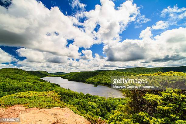 lake of the clouds - parque estatal de porcupine mountains wilderness fotografías e imágenes de stock