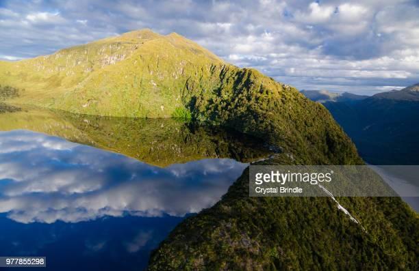 lake on cliff in fiordland national park, fiordland, south island, new zealand - ユネスコ ストックフォトと画像