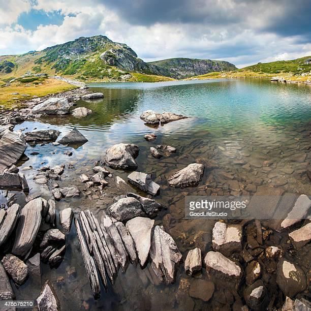 Lago de montaña de Rila