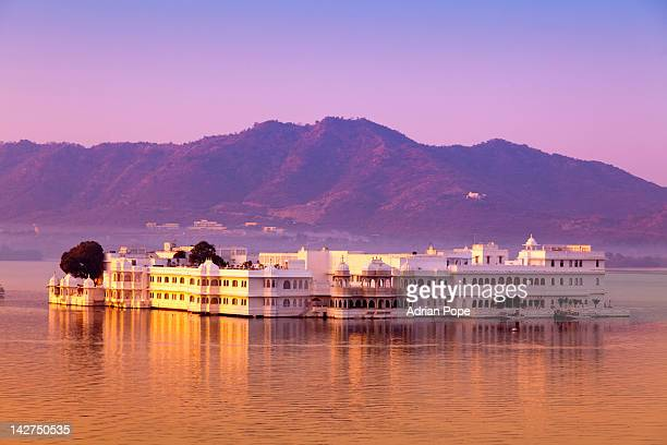 lake palace hotel and lake pichola - udaipur stock pictures, royalty-free photos & images