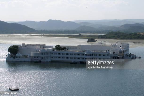 lake palace on lake pichola, udaipur, india - argenberg bildbanksfoton och bilder