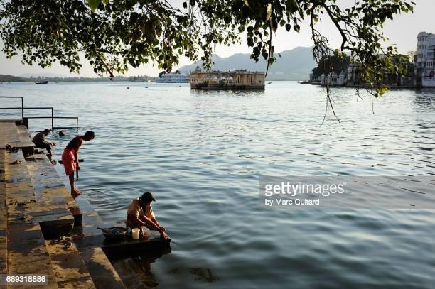 Lake Pichola bathers. Udaipur, Rajasthan, India