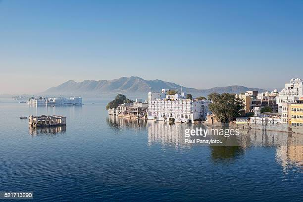 lake pichola, udaipur, rajasthan, india - udaipur stock pictures, royalty-free photos & images