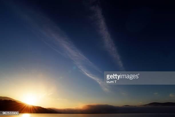 lake - blue hour stock-fotos und bilder