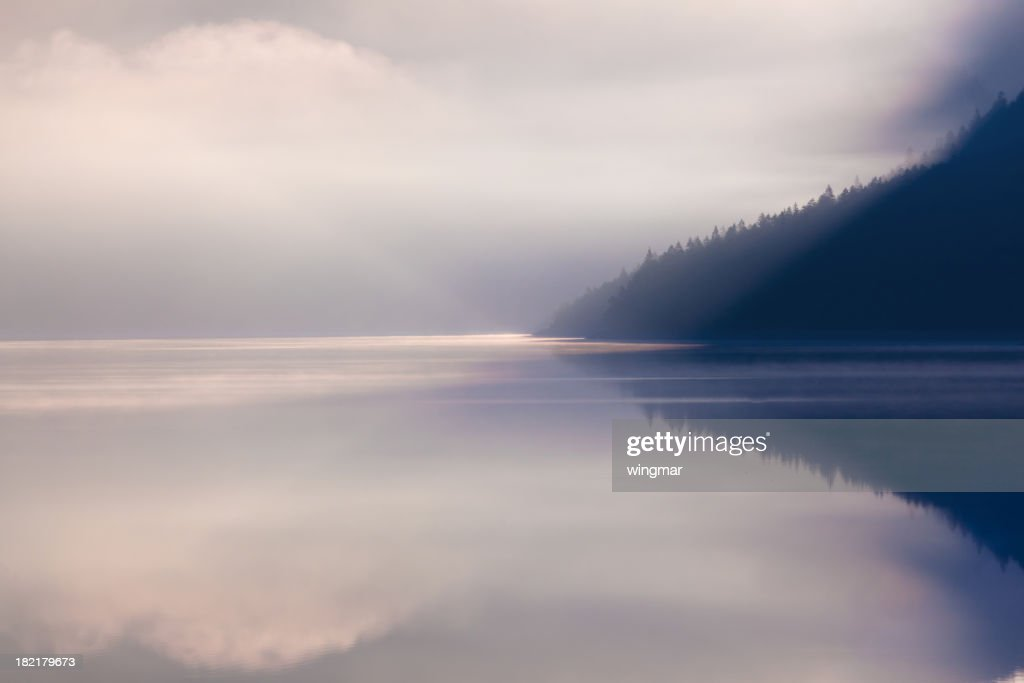 湖 plansee 朝に : ストックフォト