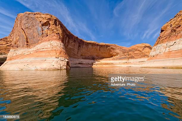lake powell red rock canyons - powellmeer stockfoto's en -beelden
