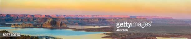 lake powell utah panorama bij zonsondergang - powellmeer stockfoto's en -beelden