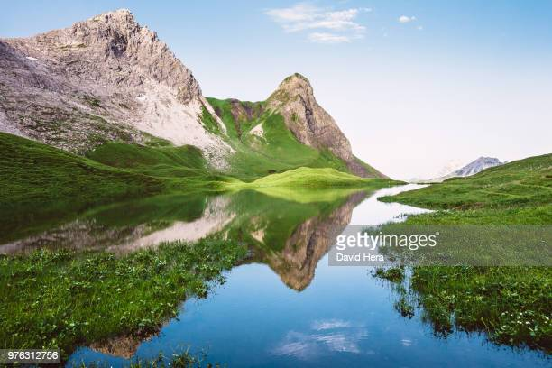 lake rappensee and hochrappenkopf mountain, oberstdorf, germany - oberstdorf stock pictures, royalty-free photos & images