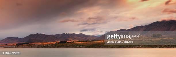 lake shore - iglesia del buen pastor tekapo fotografías e imágenes de stock